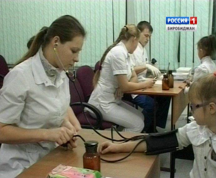 Осмотр гинекологами студентами